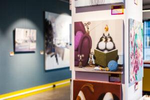 Taidegallerian valikoimissa on sekä virolaista että muualta maailmasta hankittua taidetta.
