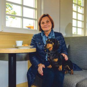 Aija Roihun ja Tedyn lempikahviloita on Tallinnan Nõmmen torin Reval Kondiiter, jossa kaksikko tunnetaan hyvin.