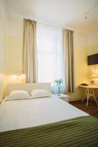 Suurin osa hotelli Economyn huoneista on hiljattain uudistettu tyylikkäästi vanhaa kunnioittaen. Kaikissa huoneissa on wc, suihku, tv ja internet-yhteys.