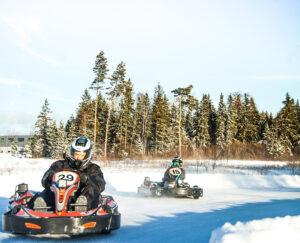 Varmasti vauhdikkaita talvielämyksiä tarjoaa Tallinnan ja Haapsalun välillä oleva Laitse Rally Park, jossa pääsee kokeilemaan talvicartingia.