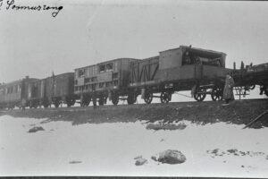 Leveän raidevälin panssarijuna numero 1 kuvattuna Viron vapaussodan alkuaikoina 1918 tai vuoden 1919 tammikuussa.