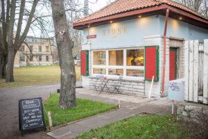 Kiosk no. 1 on sympaattinen uusi kahvihuone Tallinnan Toompeanmäen kupeessa.