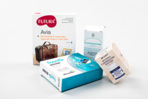 Inkivääripohjaiset tabletit (vas.), aktiivihiilitabletit, piparminttutipat sekä mustikka-tammenkaarna-inkivääritabletit ovat esimerkkejä virolaisapteekkien käsikauppalääkkeistä matkapahoinvointiin.