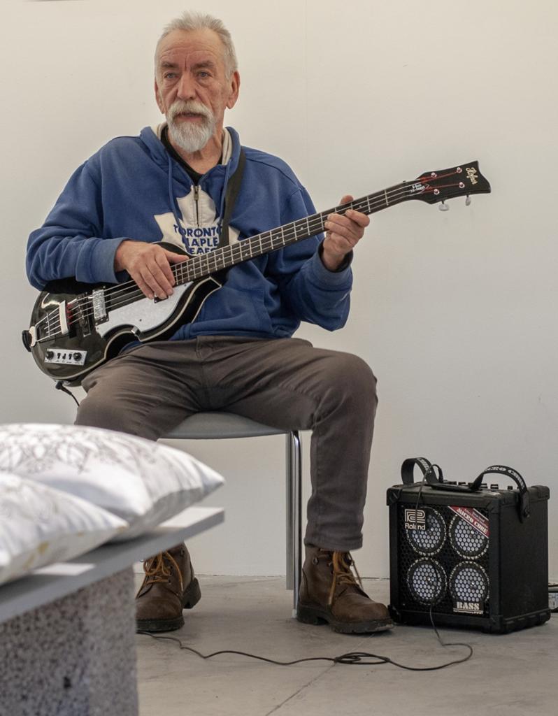Muusikko Harri Rinne on asunut vuosia Hiidenmaalla.