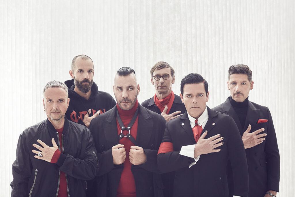 Rammstein järjestää Tallinnan Laulukentällä vuoden suurimman livespektaakkelin, jonne on tulossa kymmeniä tuhansia faneja. Konsertti on loppuunmyyty.