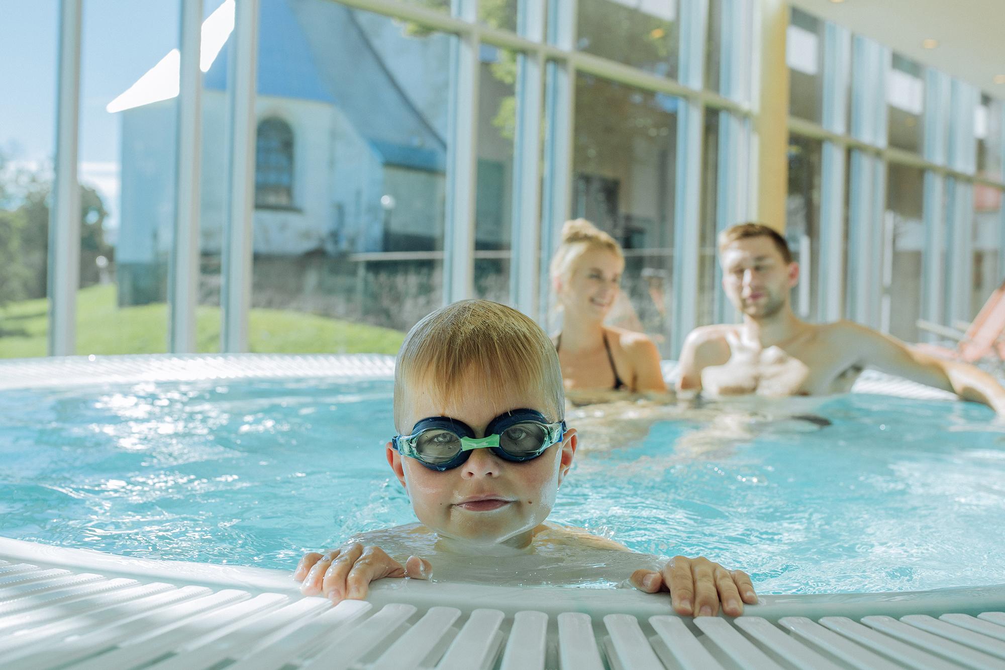Perhematkailijalle sopii useampikin kylpylä, kuten Rakveren Aqva Spa komeine puistonäköaloineen.