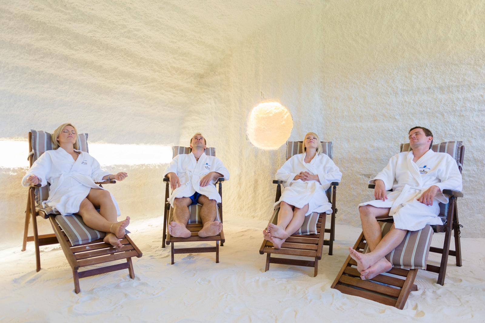 Monesta Viron kylpylästä löytyy hengitysteitä hellivä suolahoitohuone.