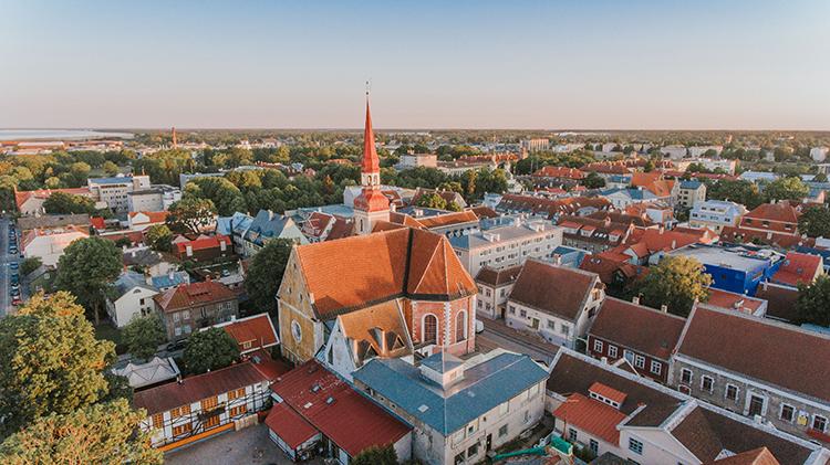 Pärnun Elisabetin kirkko on kaupungin nykyisen keskustan maamerkkejä.
